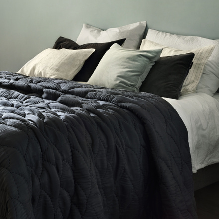 Saga Bedspread - Dark charcoal grey